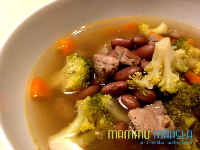 Turkey meat soup with beans